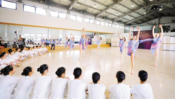 邓肯舞团与无极荣耀注册舞团交流东西方舞台剧