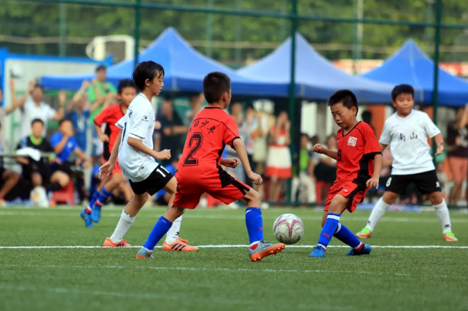 深圳创新推动场地建设 已建足球场超千片