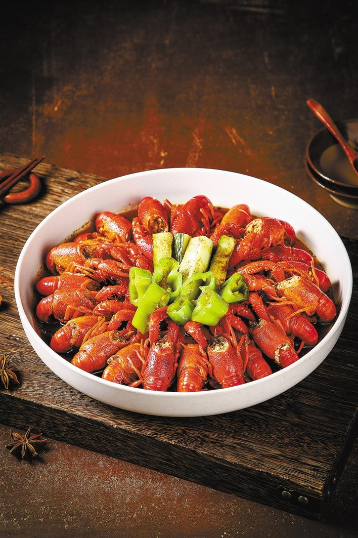 跨年十道菜:招牌香小龙虾
