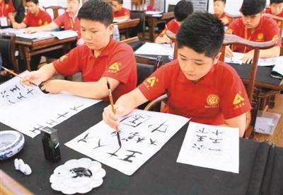 """海外华文教育驶入""""快车道"""" 借""""一带一路""""腾飞"""