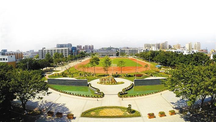 深圳市光明区高级中学追求卓越向现代化一流学校迈进