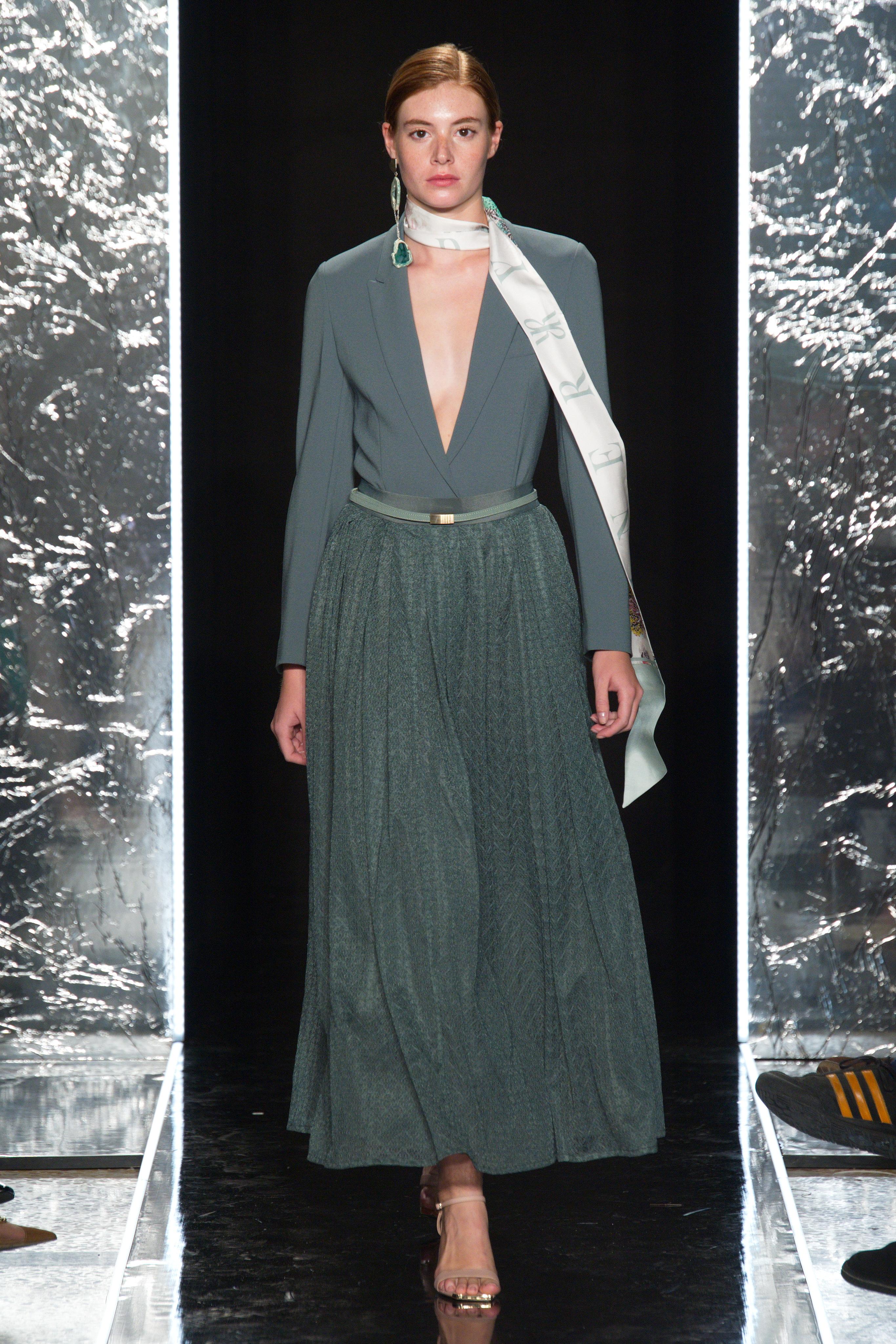 影儿时尚集团再登米兰时装周 发布全新2020春夏系