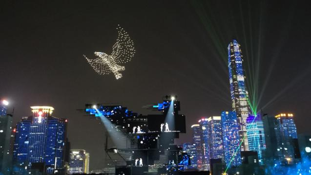 惊艳鹏城的空中无人机表演来自深圳本土创新企业