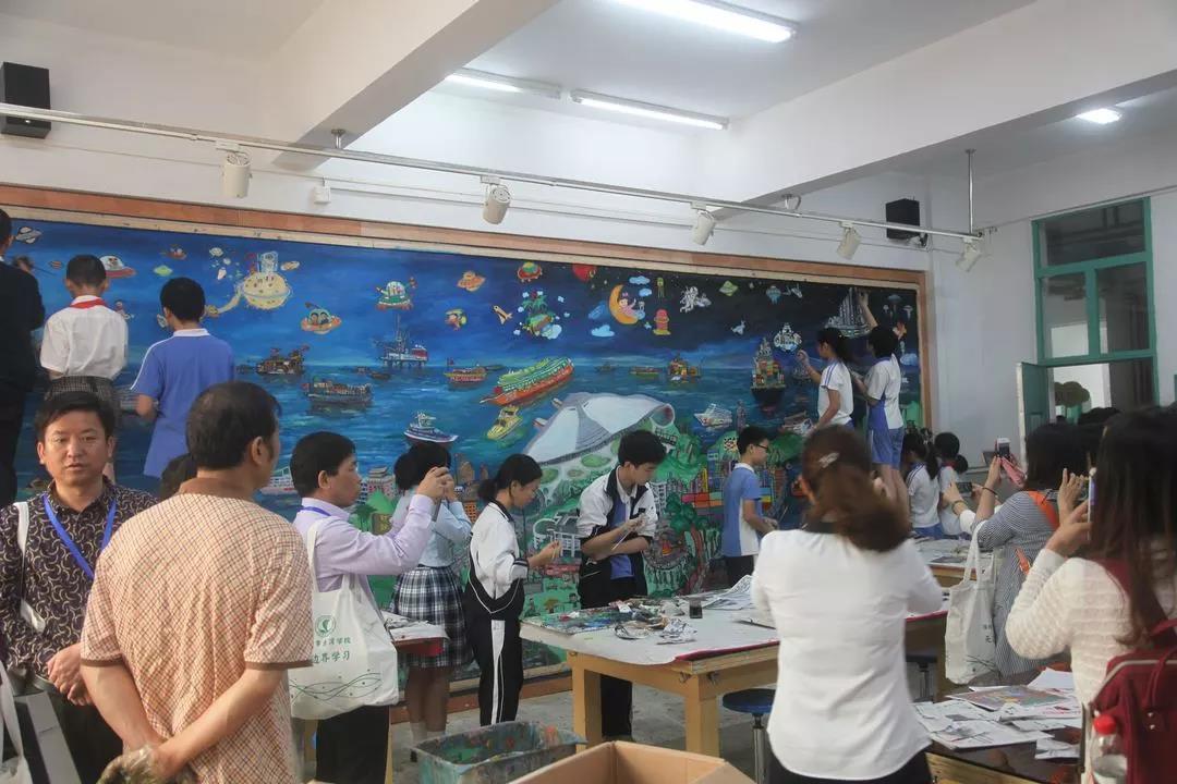 龙8官方网站他用自己学校的丰富案例