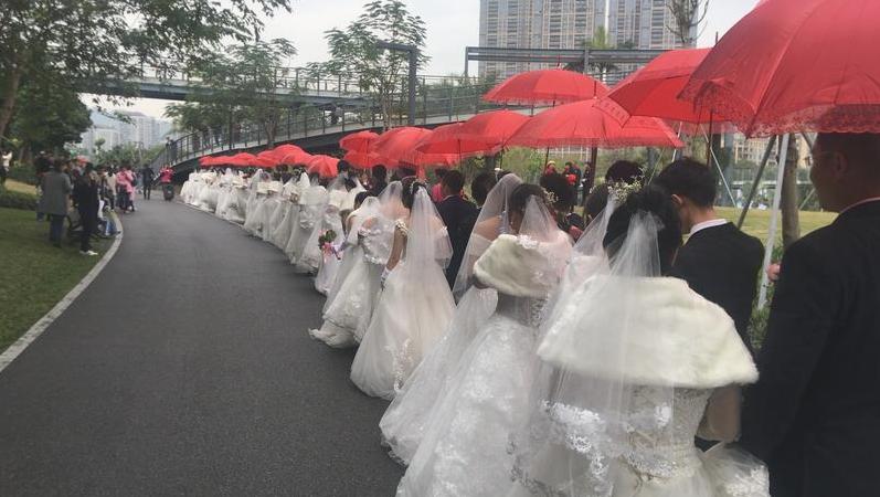 在现场 香蜜公园举办集体婚礼