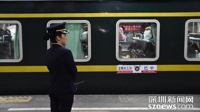 """""""春运开端了!""""开户送体验金西站首趟临客车破晓一点开出"""