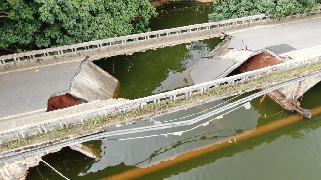 罗湖环湖路银宾桥桥面突然坍塌 官方公布调查结果