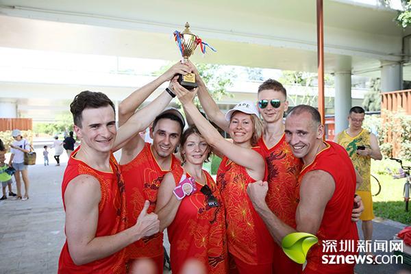 """深圳""""塞纳河""""迎来首届龙舟赛 外国选手感受中国传统节日"""