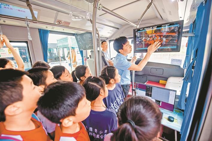 大湾区|深港澳60名青少年走进深圳海梁智能公交试验基地图片