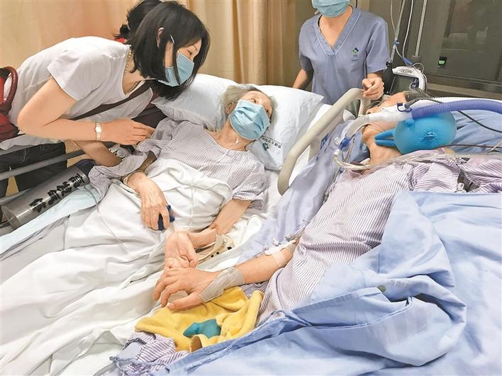 圳能量|泪目!深圳两位老人ICU病房牵手,网友:爱情最好的模样