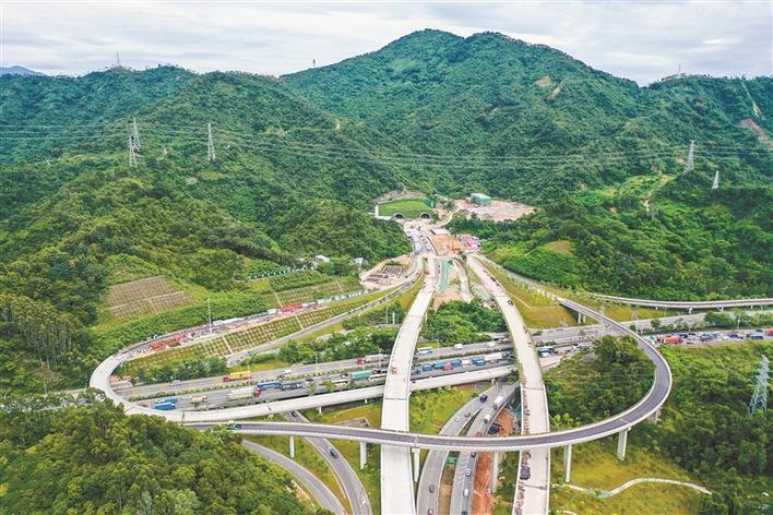 深圳坂银通道正加紧施工  鸡公山隧道已全线打通 (图)图片