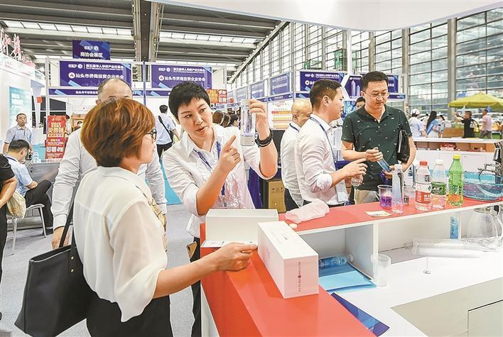 第五届华人华侨产业交易会在深开幕图片