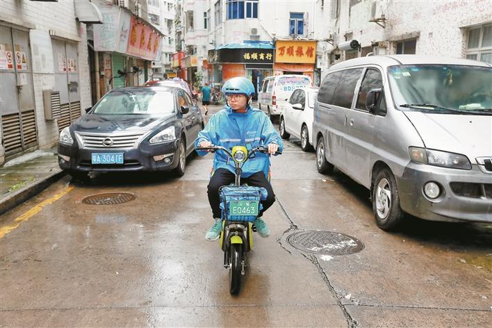 """外卖骑手队伍里来了群大学生 很多人表示深圳市民很""""有爱""""图片"""
