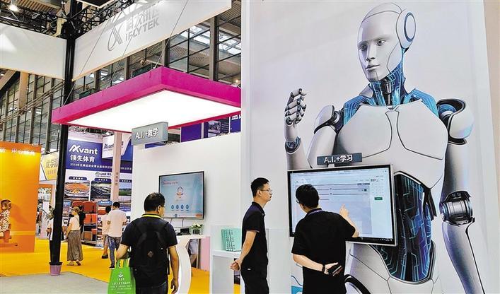 """5G、人工智能、物联网……技术加速 教育""""智能化""""图片"""