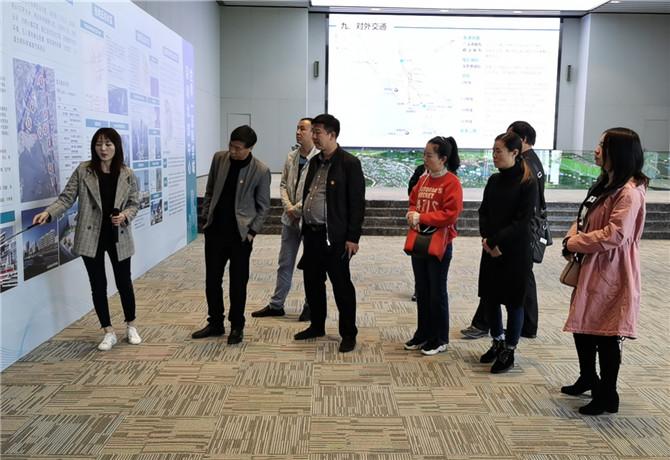 凤凰学校与赫章县对口帮扶 开展教育教学交流活动