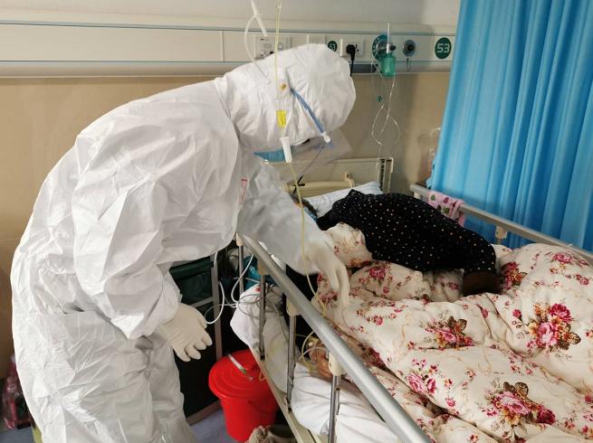 深圳医院感染性疾病科主任医生齐明华来说,决定报名支援湖北并不需要花太多时间。
