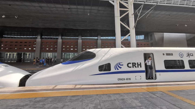 直播|13时02分 武汉至深圳首班列车抵深