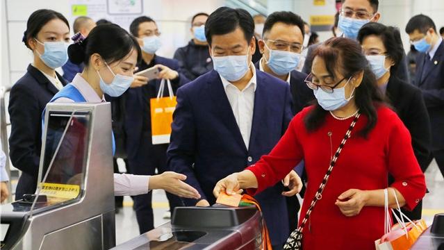 深圳推出智慧养老颐年卡 不分户籍60岁以上均可申请