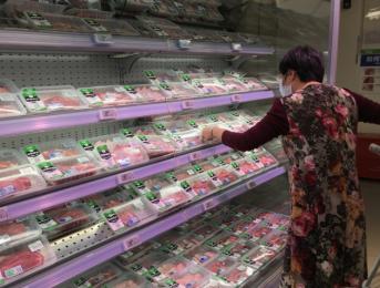 """深圳肉蛋价格持续回落 市民""""菜篮子""""变轻了"""