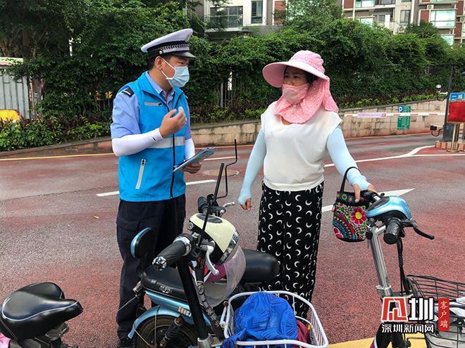 """""""一盔一带""""安全常在盐田街道交通安全宣传走进校园"""