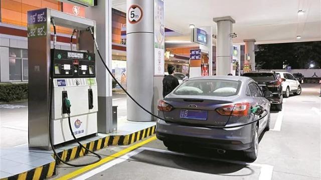 深新早点 夜间加油每升最高优惠1.5元,深圳鼓励车主夜间加油降低大气污染(语音播报)