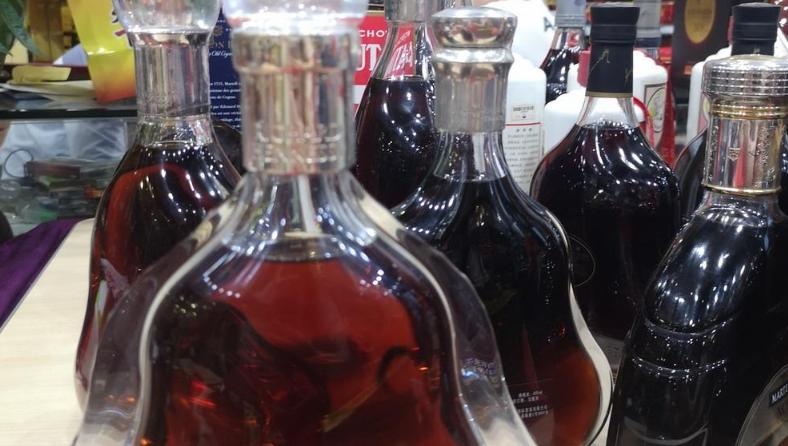 重拳出击!深圳查获一造假酒卖假酒窝点 涉案酒品最高单价超2万元