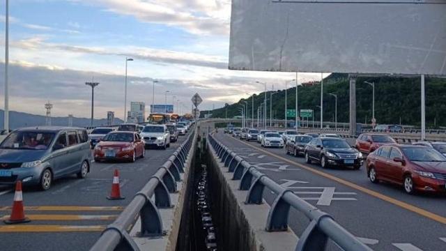 """重启""""限外""""深圳拥堵警情减少21.67%!路顺了,上下班快了"""