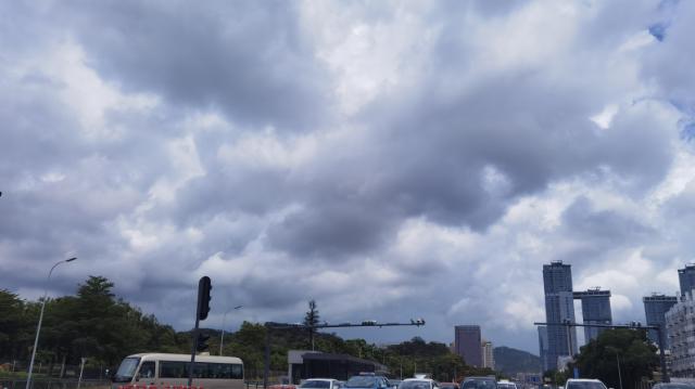 深圳市暴雨黄色预警和雷电预警正在生效中!午间出行需妥善安排