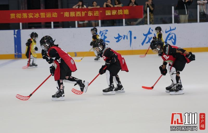 """省""""轮转冰""""跨向首站龙岗选材 80多位小朋友上冰体验"""