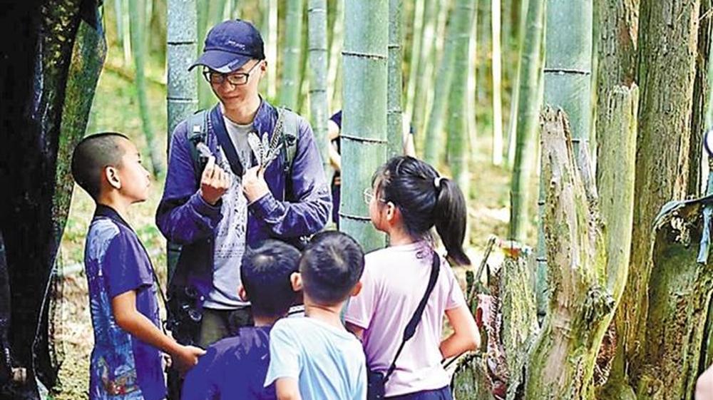 """深圳娃暑假流行""""新功课"""":到森林里,抓虫观鸟看星星"""