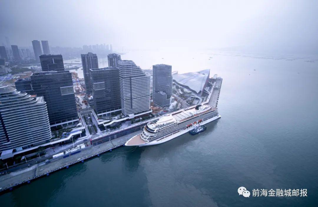 首艘入籍中国的高端远洋邮轮入境