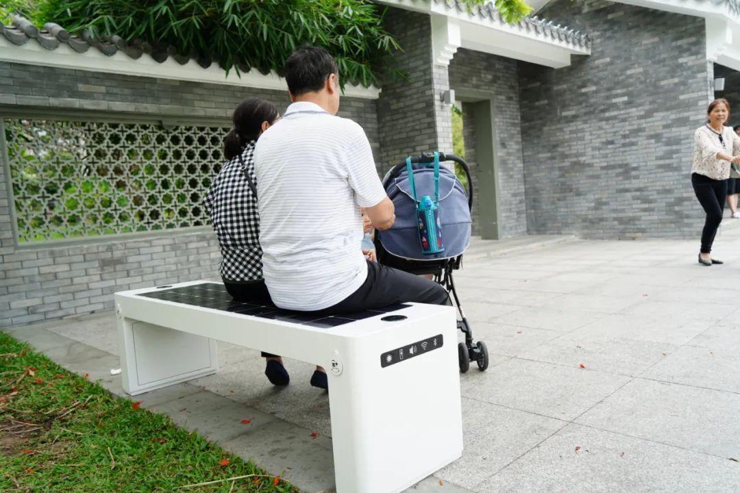"""无人车一台既会""""说话""""又能干活的无人清扫车缓缓驶来——这便是公园试点的5G无人垃圾清扫车 无人车 第1张"""