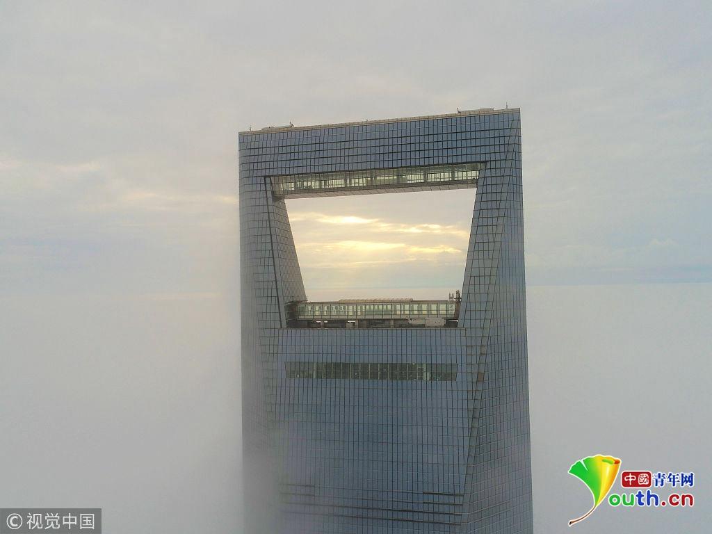 """上海遭遇大雾天 陆家嘴现""""云中日出""""奇观"""