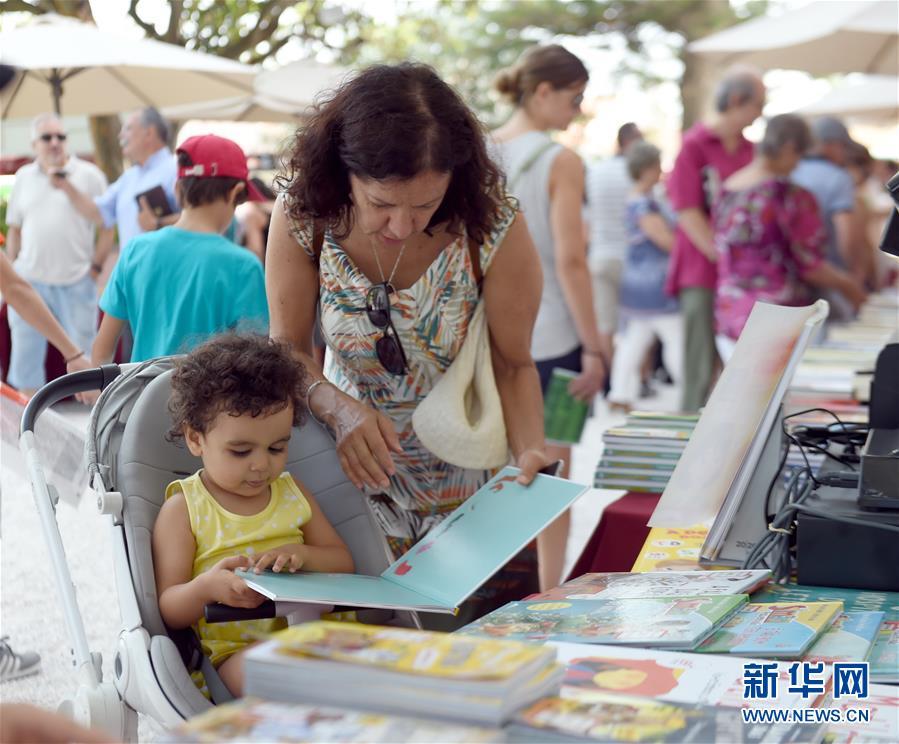 (国际)(1)葡萄牙总统府花园举办书市