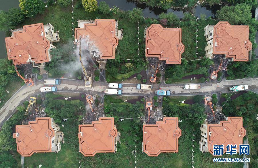清查秦岭北麓西安境内的违规别墅和其他破坏生态环境问题,并持续开展