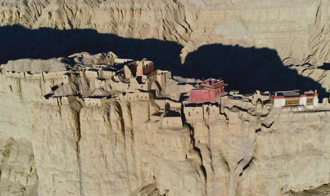 探访神秘的西藏古格王国遗址