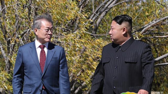 文在寅与金正恩在三池渊招待所午餐后漫步私聊