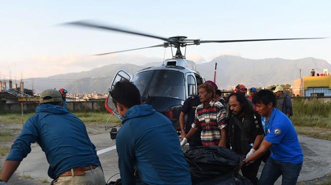9名登山者在尼泊尔因暴风雪遇难 遗体被找到