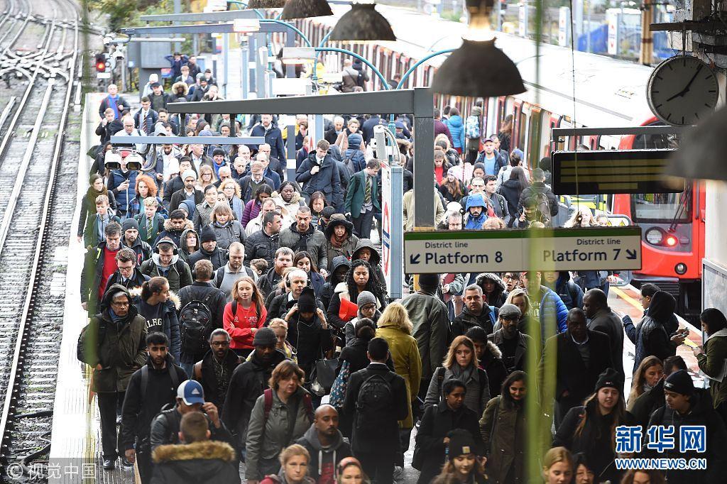 伦敦地铁两大干线司机罢工 众多通勤者出行混乱