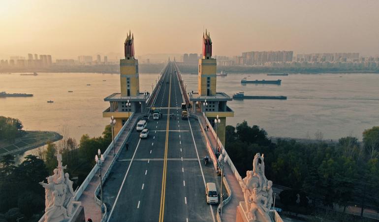 南京长江大桥修复工作持续 年底将恢复通车