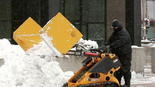 暴风雪袭击美国芝加哥地区