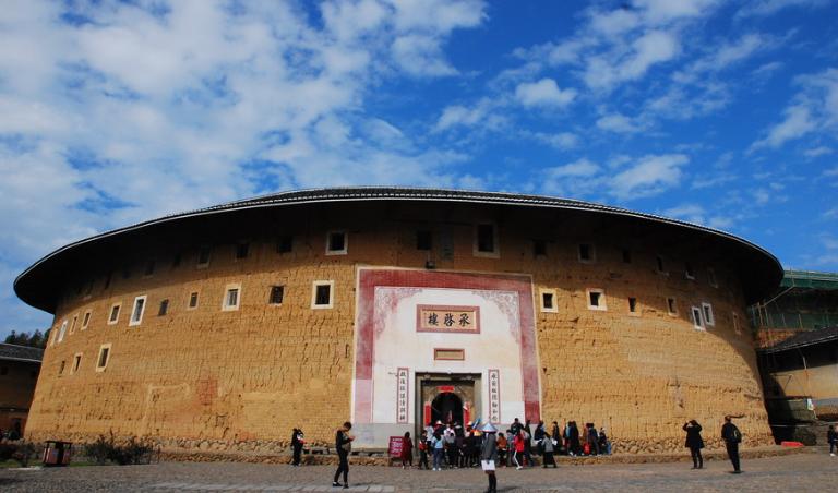 百年榕树、神奇土楼......这里曾被称为中国最美古镇之首