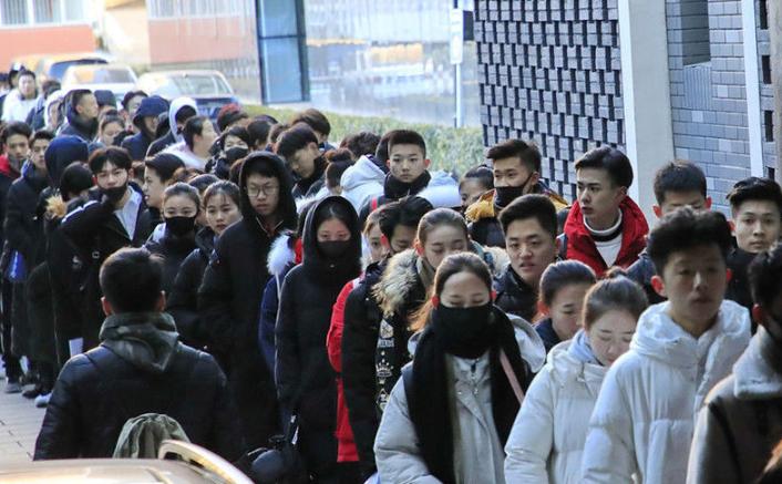 北京电影学院艺考启动 寒风中考生追求梦想