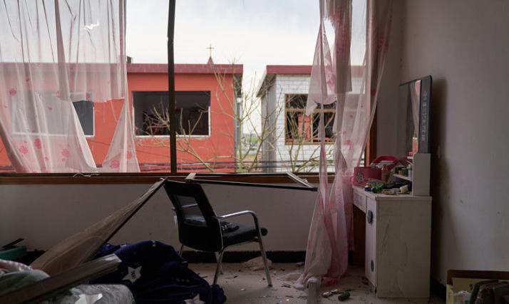 房屋天花板被震垮!探访离江苏盐城爆炸现场最近的村庄