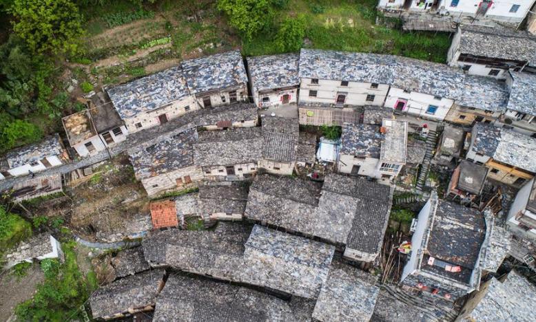 大山深处的清代古村落 石板房保存完好