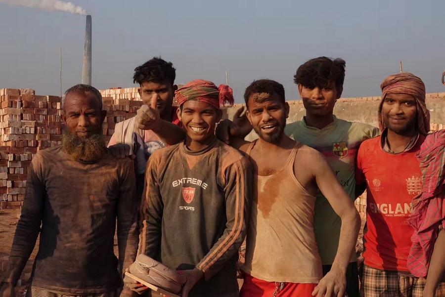 触目惊心!实拍孟加拉国砖厂打工者 环境恶劣收入低_麦克布林