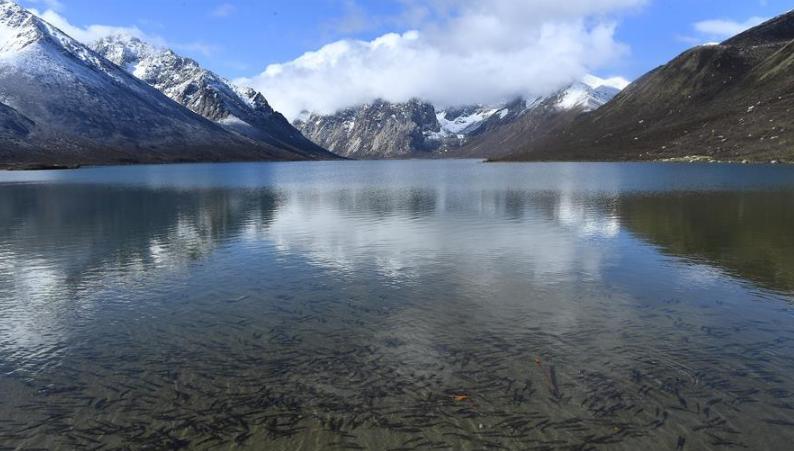 揭开年保玉则神密面纱  海拨5369米拥有180个湖泊