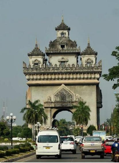"""老挝首都—洋溢着佛教风情的""""月亮城"""""""
