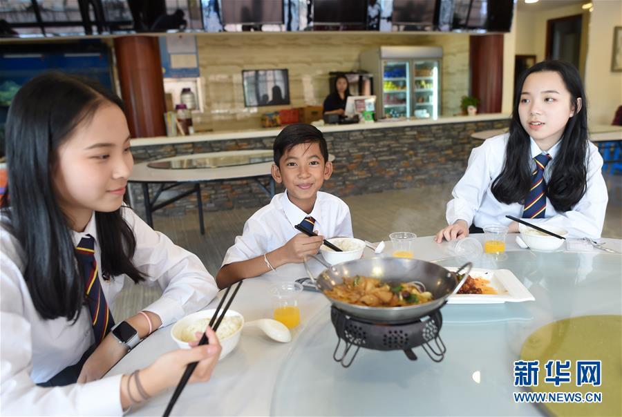 """柬埔寨""""网红""""少年中国求学开启新生活"""