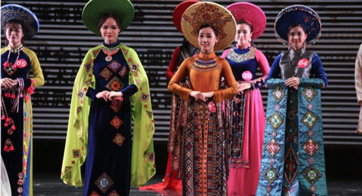 越南留学生礼仪风采大赛在南宁举行